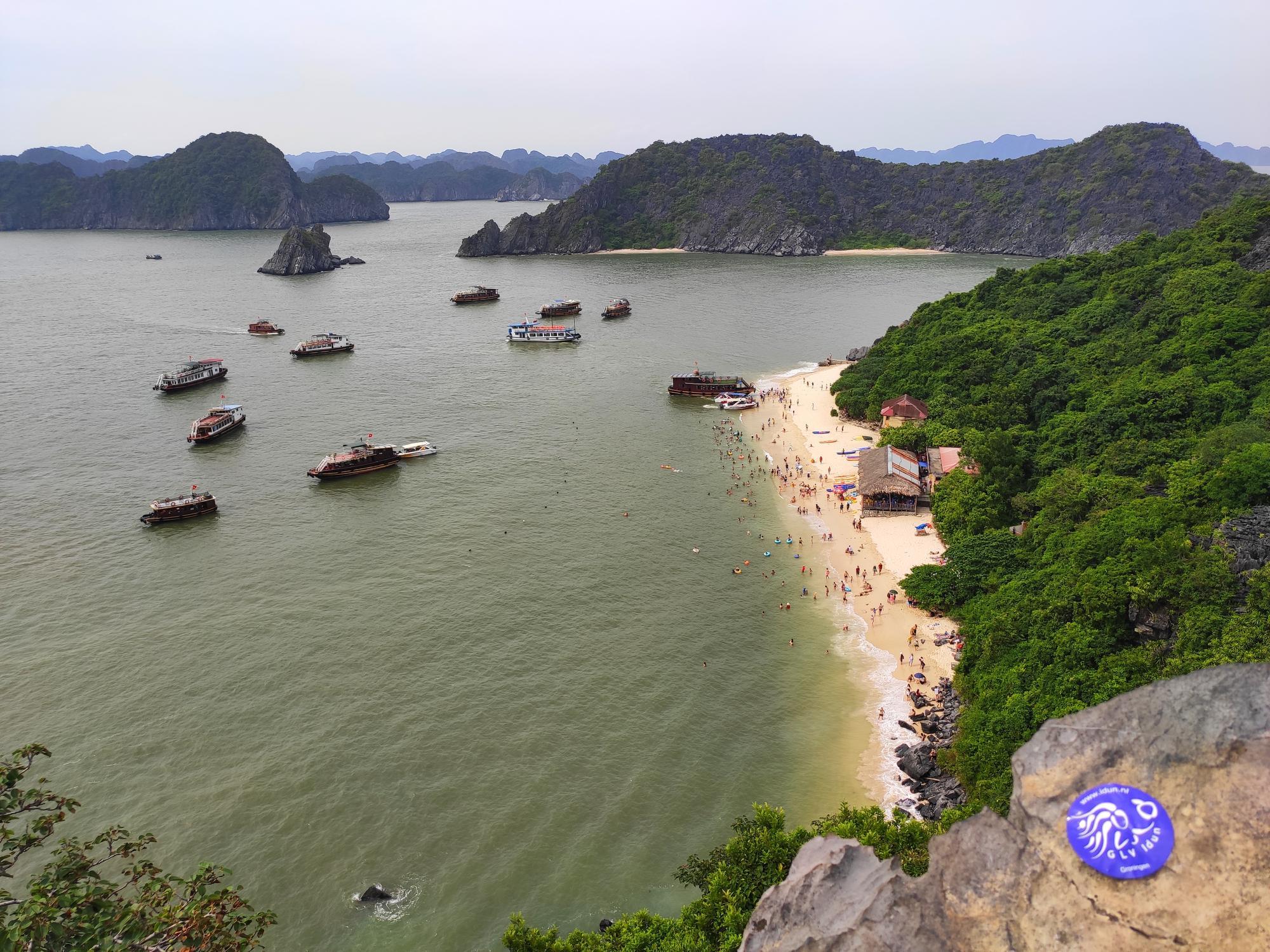 Ha_Long_Bay_Vietnam_-_8837_km_-_Esmee_Castermans.jpg